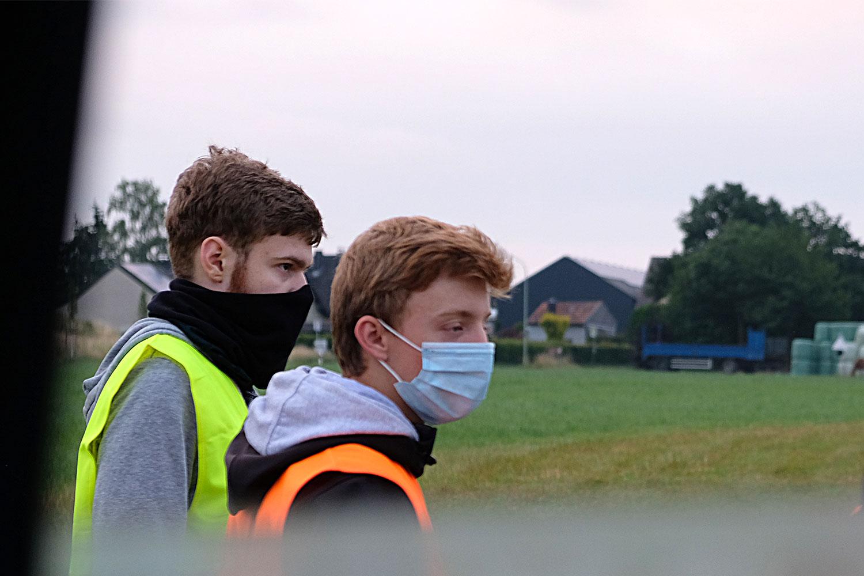 Masken beim Briefing, während des Flugbetriebs und in der Luft! Wir sind froh, dass wir überhaupt fliegen dürfen!